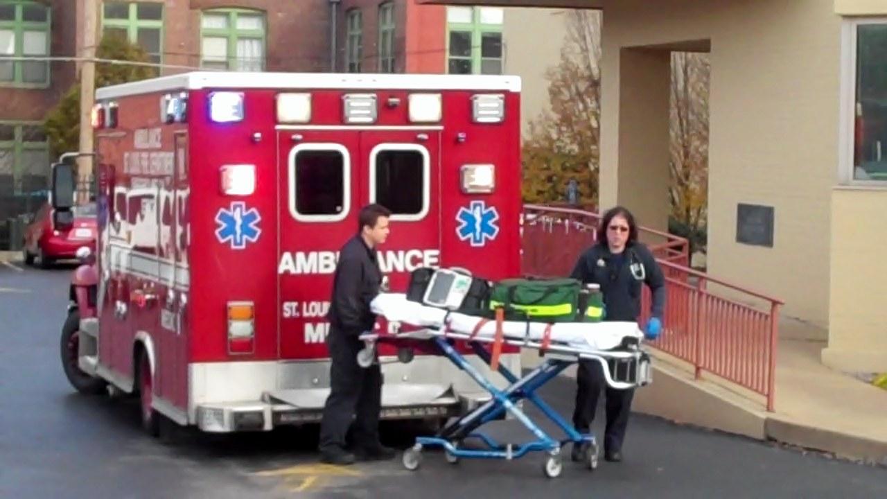 Ambulance at PP St Louis 12 01 12 0 01 02-25
