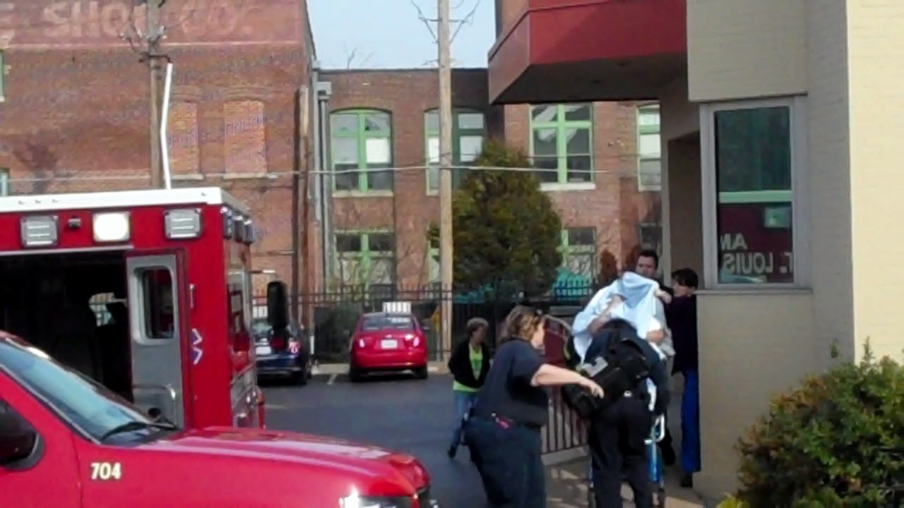 Ambulance at PP St Louis 12 01 12 0 07 10-22